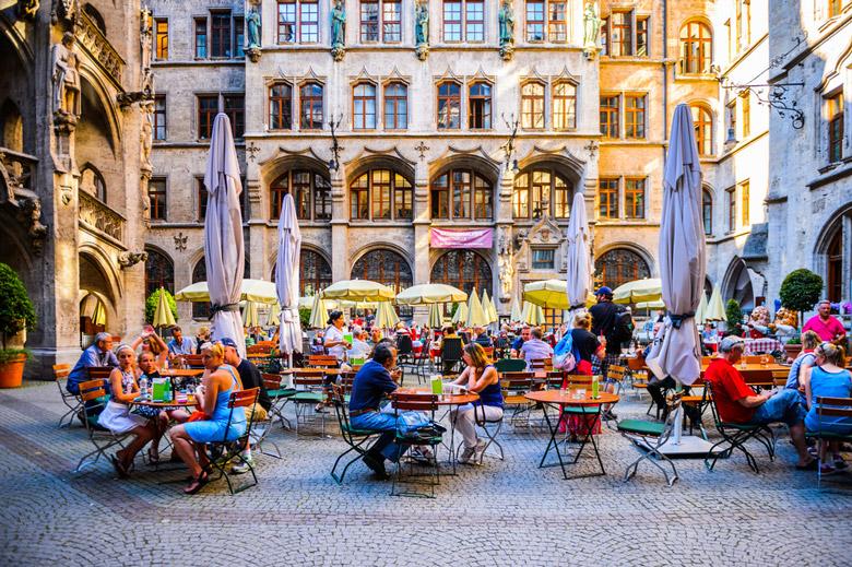 Café in Marienplaz in Munich